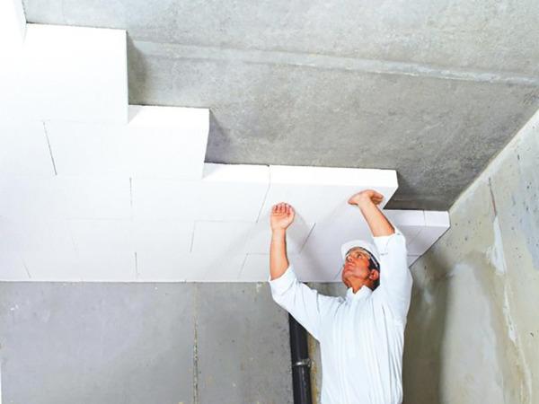 Как приклеить пенопласт к потолку в гараже