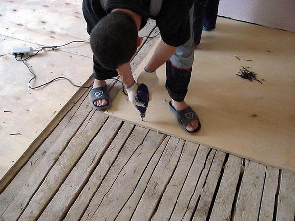 Монтаж фанеры на деревянные доски